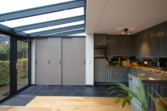 Een serre om de bestaande woonkamer en keuken te vergroten