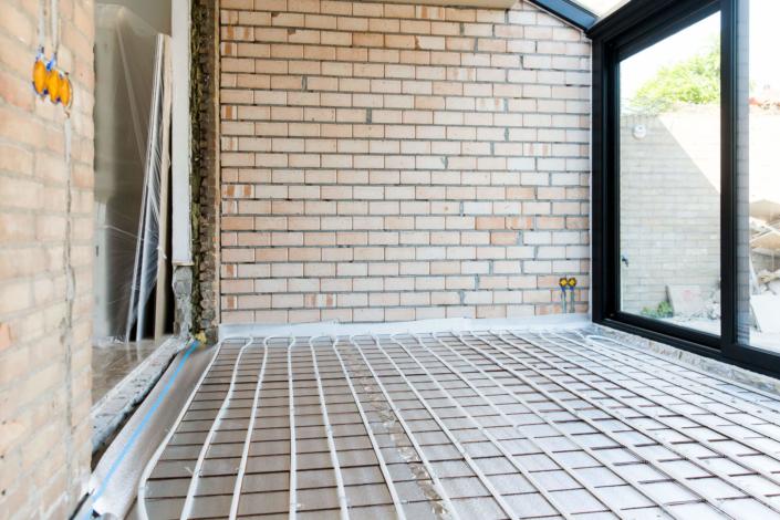Onderdeel van het bouwproces is de vloerverwarming