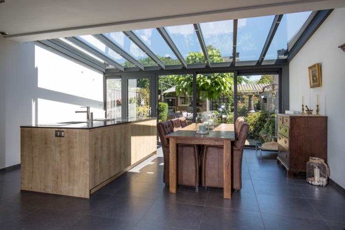 Serre in Geldrop compleet inclusief bouwkundige werkzaamheden door Alruco gerealiseerd.
