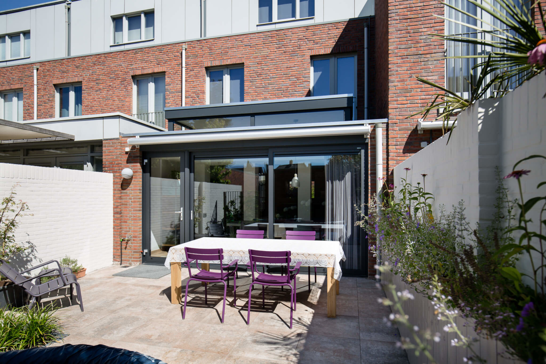 Serre aanbouw in Eindhoven, uitbreiding van de woonkamer en een lichtpunt in huis