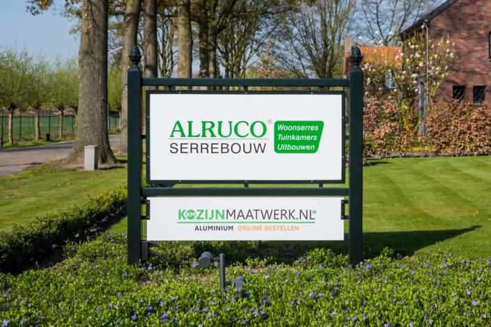 Alruco Serrebouw en Kozijnmaatwerk.nl zijn gevestigd op Kapelweg 18 in Best